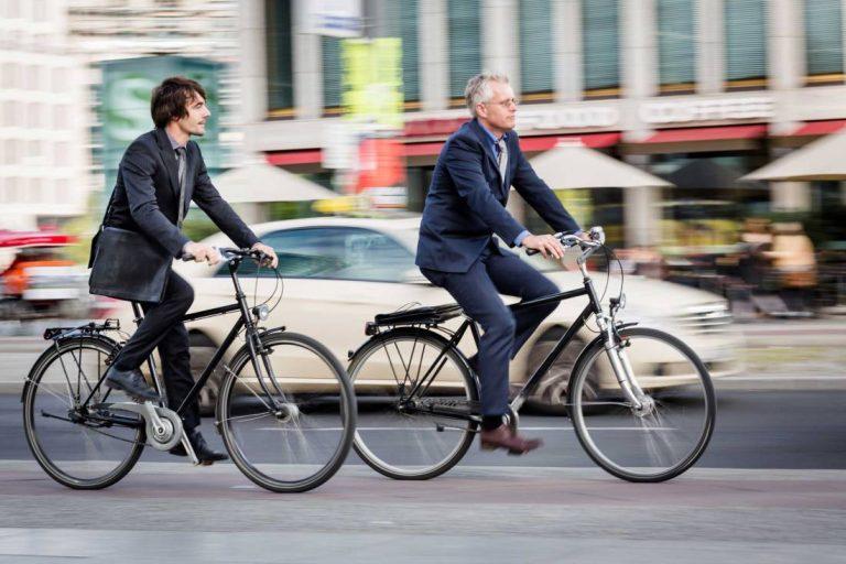 cu-bicicleta-la-serviciu